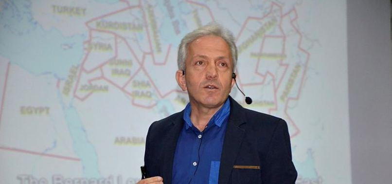 """Prof. Dr. Ebubekir Sofuoğlu""""Pokemon Go oynuyorsunuz, kendi ülkenizi satıyorsunuz."""""""
