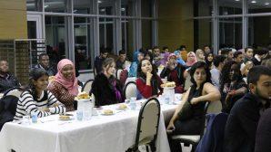 Uluslararası Öğrenciler Yemekte Bir Araya Geldi