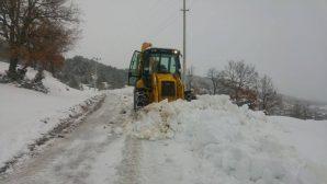 Büyükşehir 16 ilçede karla mücadele ediyor