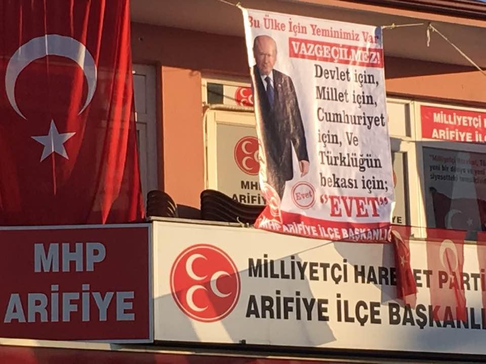 """MHP ARİFİYE """"EVET"""" AFİŞİNİ ASTI"""