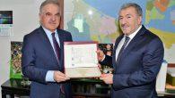 """İstanbul İl Emniyet Müdürü SAÜ""""den diplomayı aldı"""