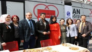 Kenan Sofuoğlu, lösemili çocuklar için düzenlenen kampanyaya katıldı