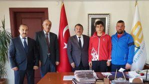 Arifiye'li Taner Liselerarası Boksta Türkiye Şampiyonu Oldu