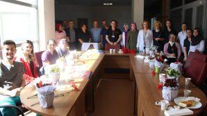 SAÜEAH'da Hemşireler Haftası karanfille kutlandı
