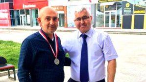 Tayfun Kobaş Arifiye'li facebook takipçisini ödüllendirdi
