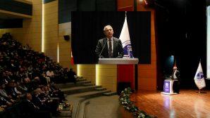 Sakarya Üniversitesi'nin Eğitim Modeline Abbas Güçlü'den Övgü