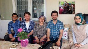 Arifiye Ak Gençlik Anneleri unutmadı