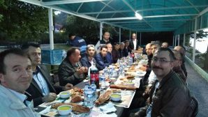 Arifiye Belediye Çalışanları Boksör'ün Yerinde iftar açtı