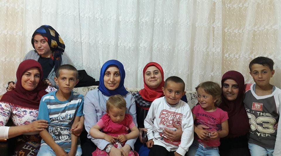 Demir Aşkı Ile Ailesi Arasında: Arifiye Kadın Kolları 'Demir' Ailesi Ile Iftar Açtı