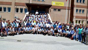 Öğretmen Okulu Mezunlarının Arifiye'de okulda buluşması