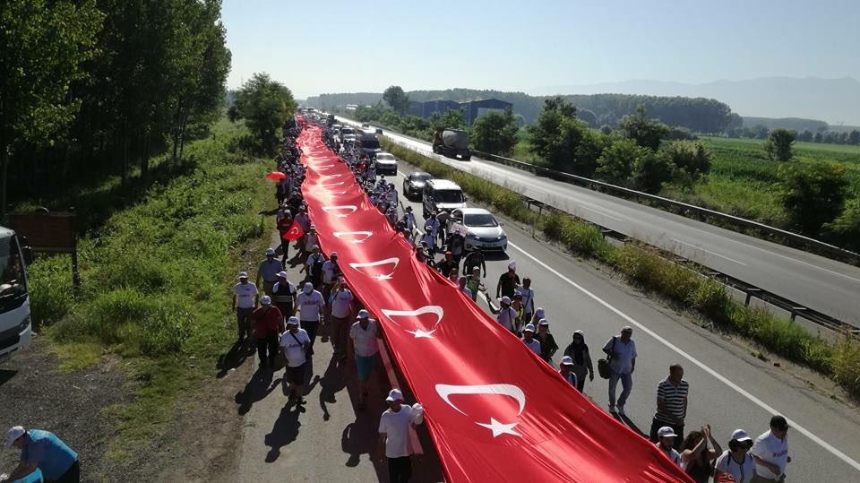 Türk bayraklı Adalet Yürüyüşü