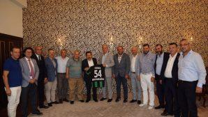 Vali Balkanlıoğlu'na 54 numaralı forma hediye edildi
