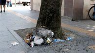 Ağaç dibine çöp atmak ağacı kurutur