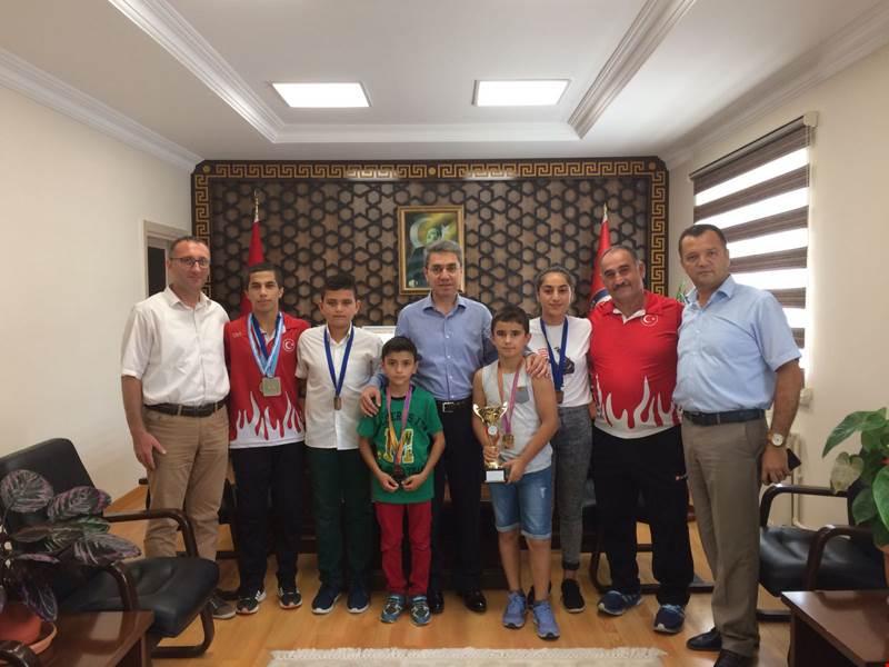Arifiye Halk Eğitimin Şampiyon Sporcuları Ödüllendirildi