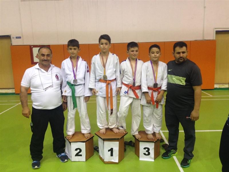 Başkentte Minikler Judo Müsabakalarında Arifiye Rüzgarı