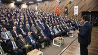 """Vali Balkanlıoğlu """"Zirvedekilerle Buluşma"""" Programında Eğitimcilere Seslendi"""