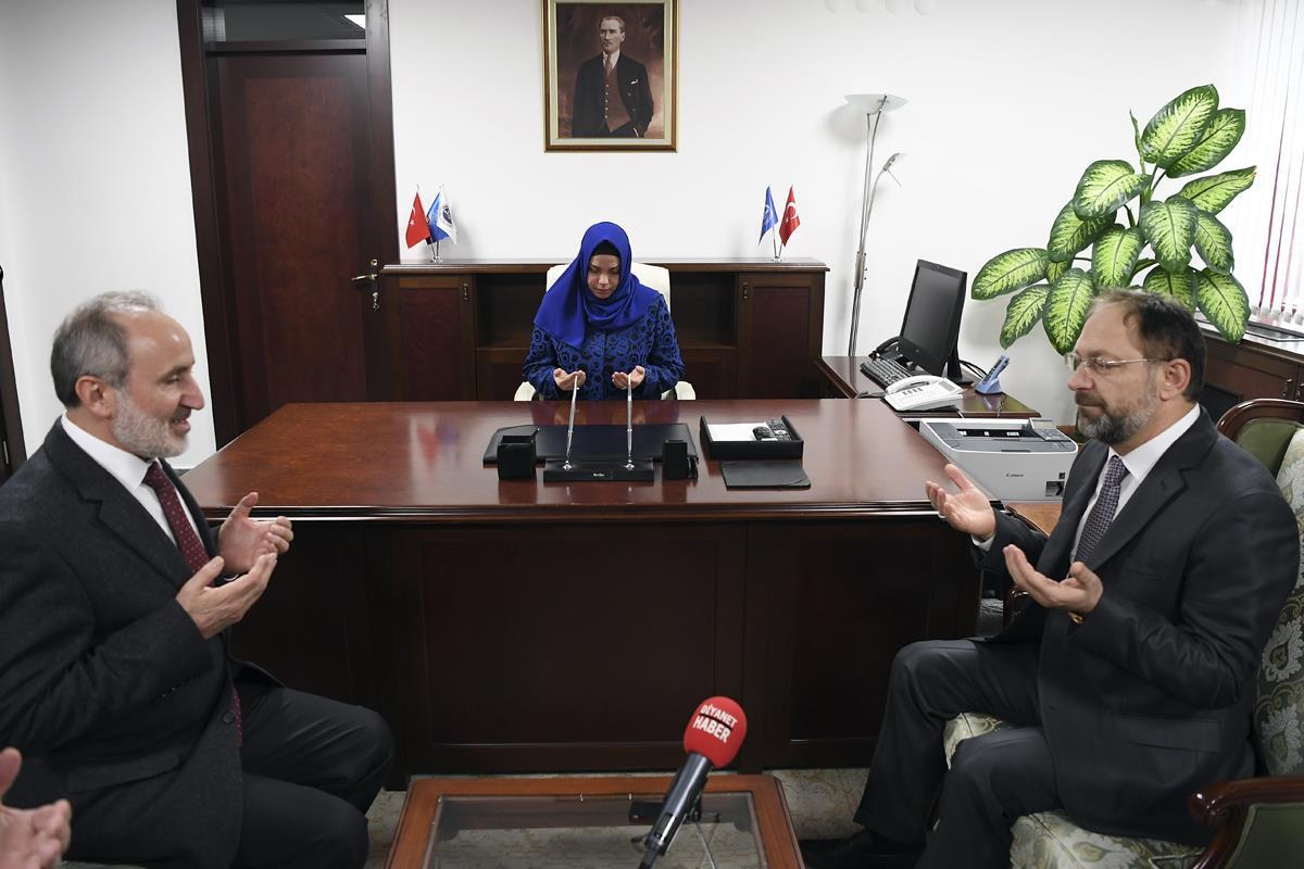 Diyanetin İlk Kadın Başkan Yardımcısı Prof. Dr. Huriye Martı görevine başladı