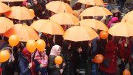 Turuncu Şemsiyelerle yürüdüler