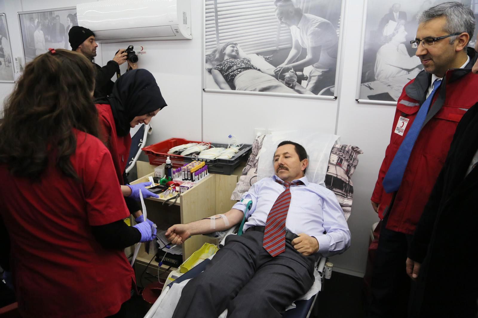 """""""Tüm Halkımızı Kızılay Kan Bağışı Kampanyasına Katılmaya Davet Ediyorum"""""""