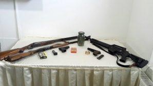 Jandarma Esrar ve Ruhsatsız Silahları ele geçirdi