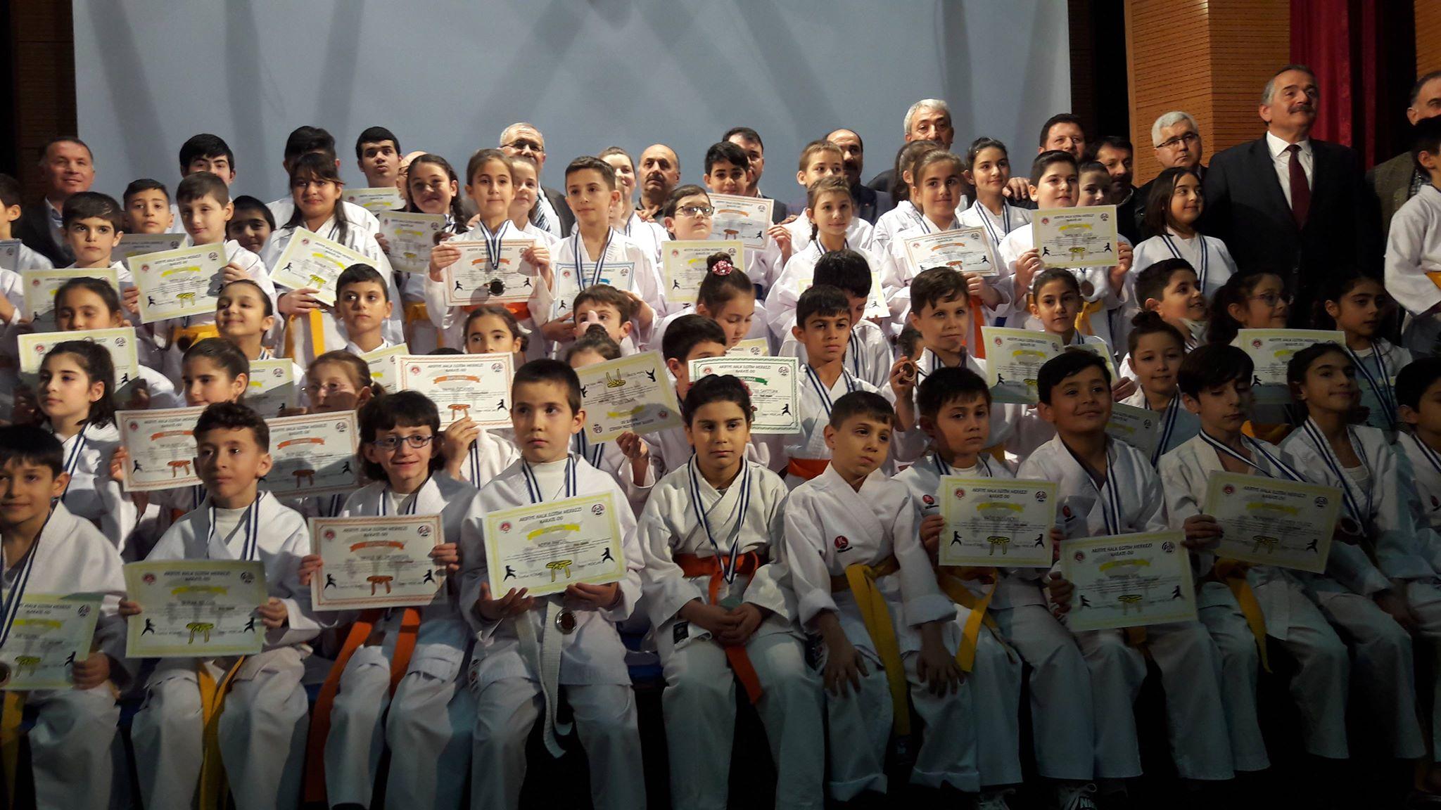 Arifiye HEM'in Karatecileri Kuşaklarına kavuştu