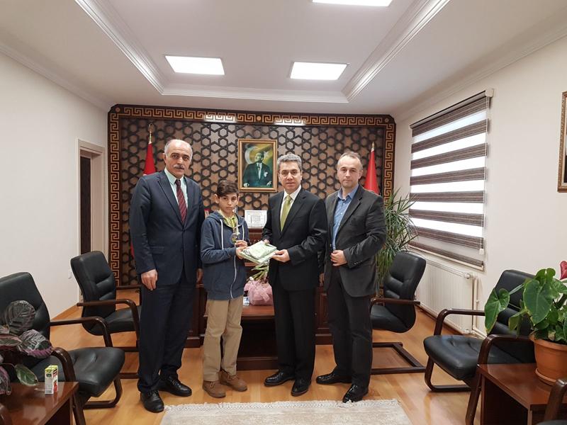 Arifiye Kaymakamımız Yazıcı,Türkiye Şampiyonu Öğrencimiz ile görüştü