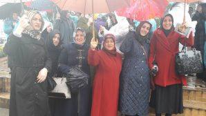 Arifiye Ak Kadınlar Yağmur altında 28 Şubat açıklamasına katıldılar