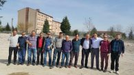 Arifiye Mezunları Yıkılan Okulun Enkazı Üzerinde Hatıra Fotoğrafı Çektirdiler