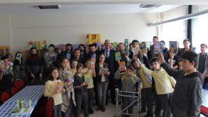 Arifiye KYK M.F.Safitürk Yurdu Öğrencilerinden Kitap Hediyesi
