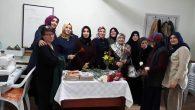Arifiye Ak Kadınlar Karanfil dağıttı