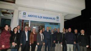 Arifiye İYİ Partiye teşekkür ziyareti