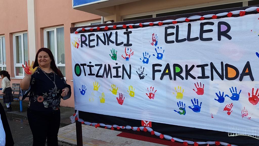 """Arifiye-Neviye İlkokulunda """"Renkli Eller Otizmin Farkında"""" etkinliği düzenlendi."""