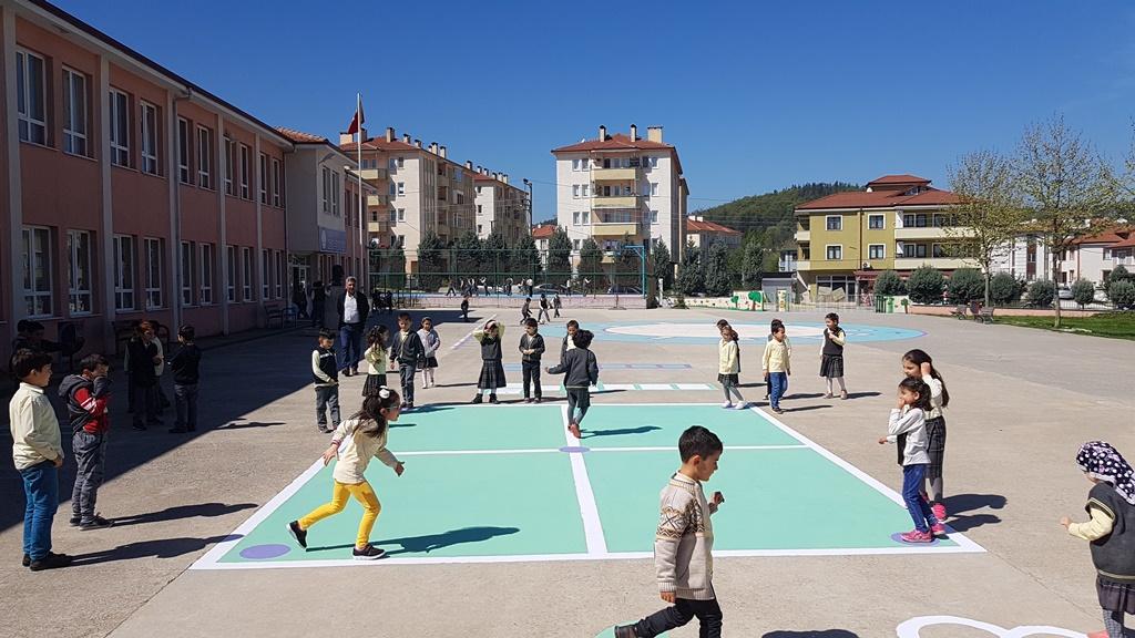 Arifiye Neviye İlkokulu Bahçesi Renklendi Çocuklar Şenlendi