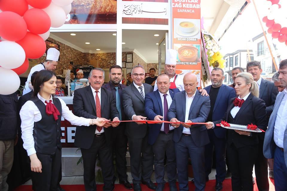 Başkan Karakullukçu 'Dostlar Cağ Kebabı'nın açılışına katıldı
