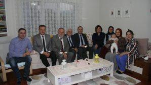 İl Milli Eğitim Müdürü Durmuş, Arifiye'de Öğretmen Elif Erden'in evine misafir oldu.
