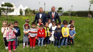 Arifiye Ikra Sıbyan Mektebi talebeleri fidan dikti