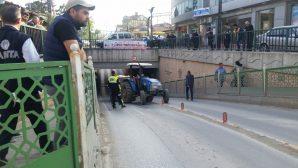 Traktör Sıkıştı Trafik felç oldu