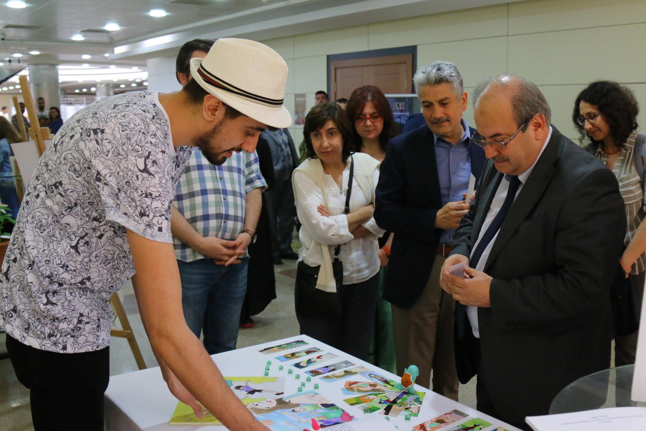 Sanat Tasarım ve Mimarlık Fakültesinde Mezuniyet Sergisi