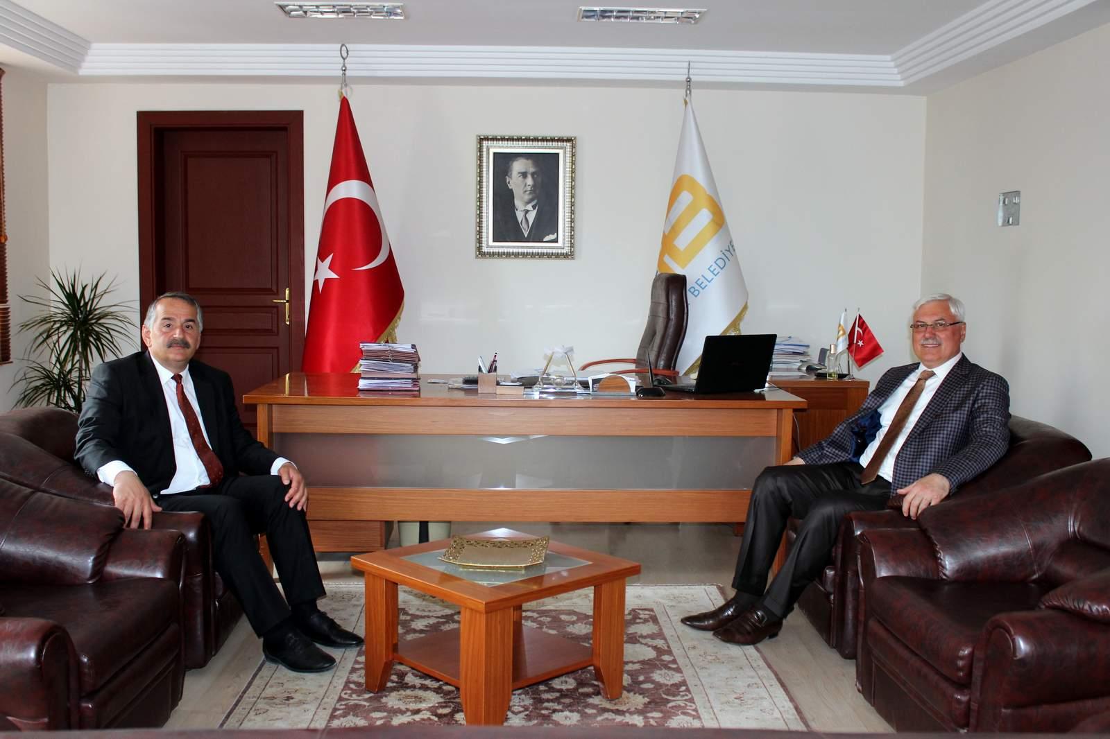 Mustafa Ak Başkan Karakulukçu'yu Ziyaret Etti…