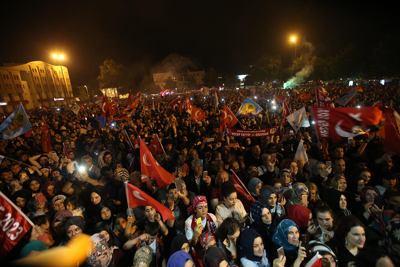 Demokrasi Meydanı'nda kutlama