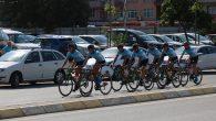Bisiklet takımı madalya için pedal çevirecek