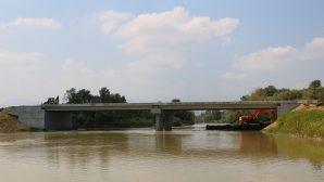 Arifiye'nin 65 metrelik yeni köprüsü gün sayıyor