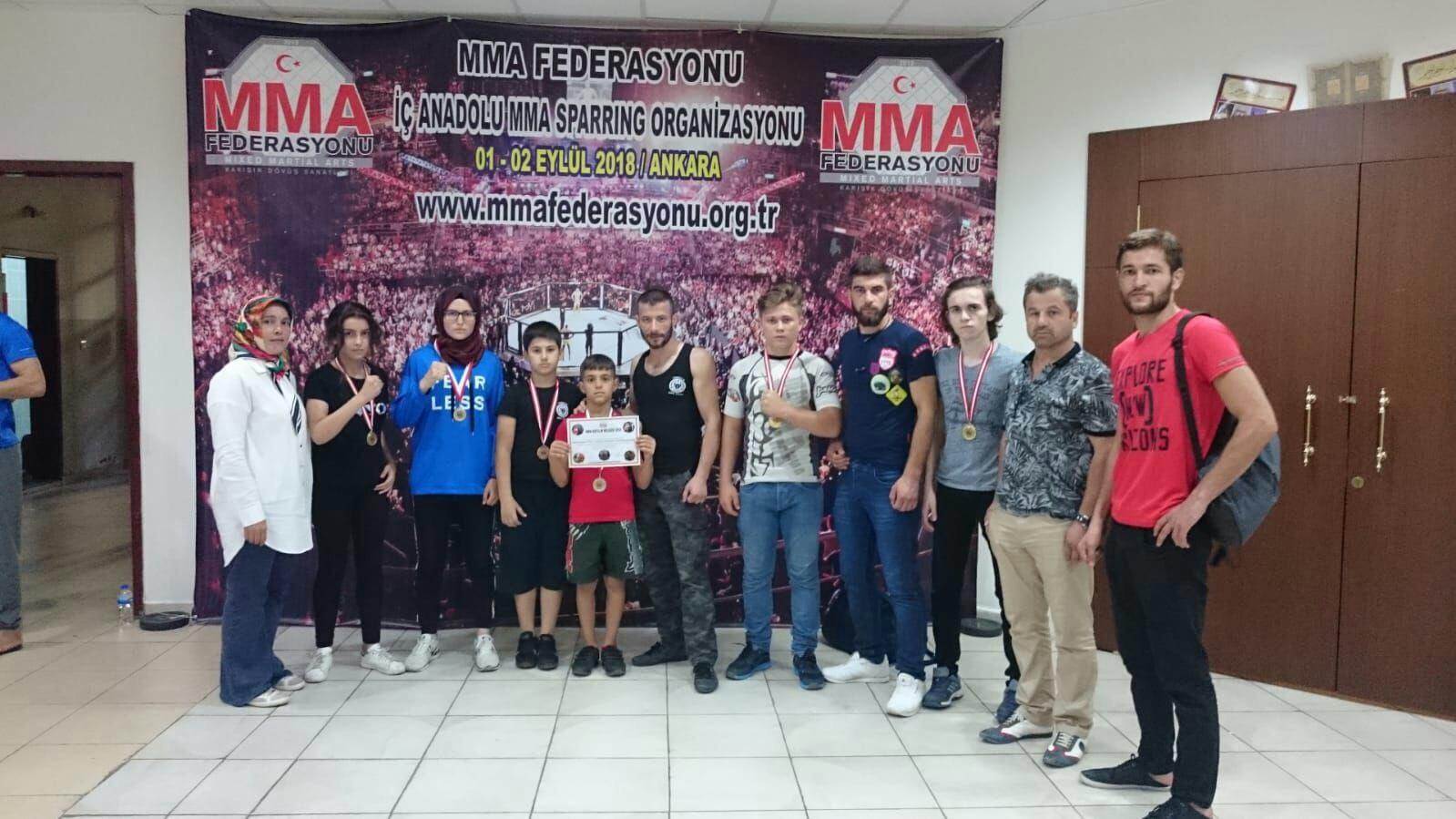 Karma Dövüş şampiyonasında Kemaliye'den Merve Uzunal 2. Oldu.