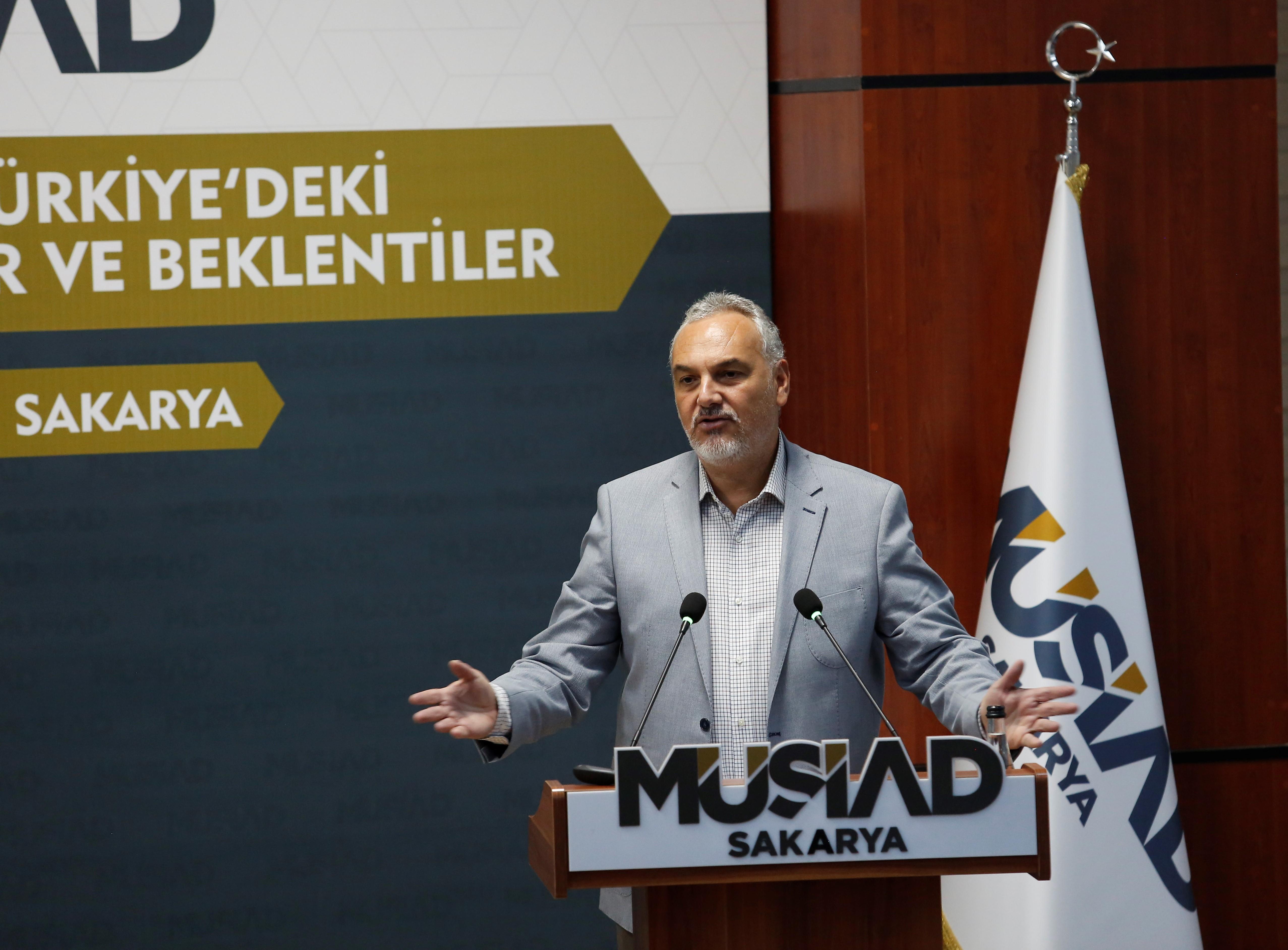 MÜSİAD Sakarya'da Dünya ve Türkiye Ekonomisi konuşuldu.