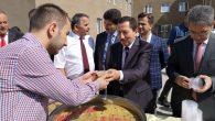 Vali Balkanlıoğlu Arifiye Muhammed Fatih Safitürk Yurdunda Aşure dağıttı
