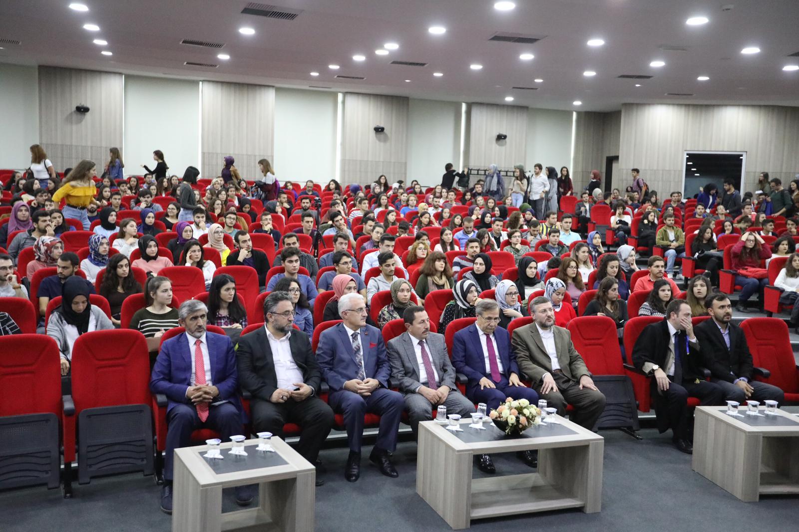 Vali Balkanlıoğlu SAÜ Hukuk Fakültesi Açılış Dersine Katıldı
