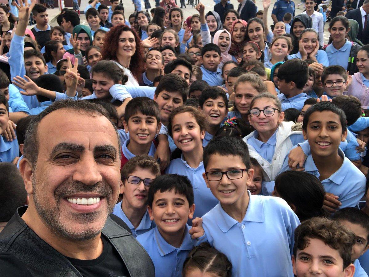Sanatçı Haluk Levent,Arifiye Açmalar Ortaokulu Fen Laboratuvarı açılışına katıldı