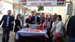 CHP Arifiye İlçeden Aşure ikramı
