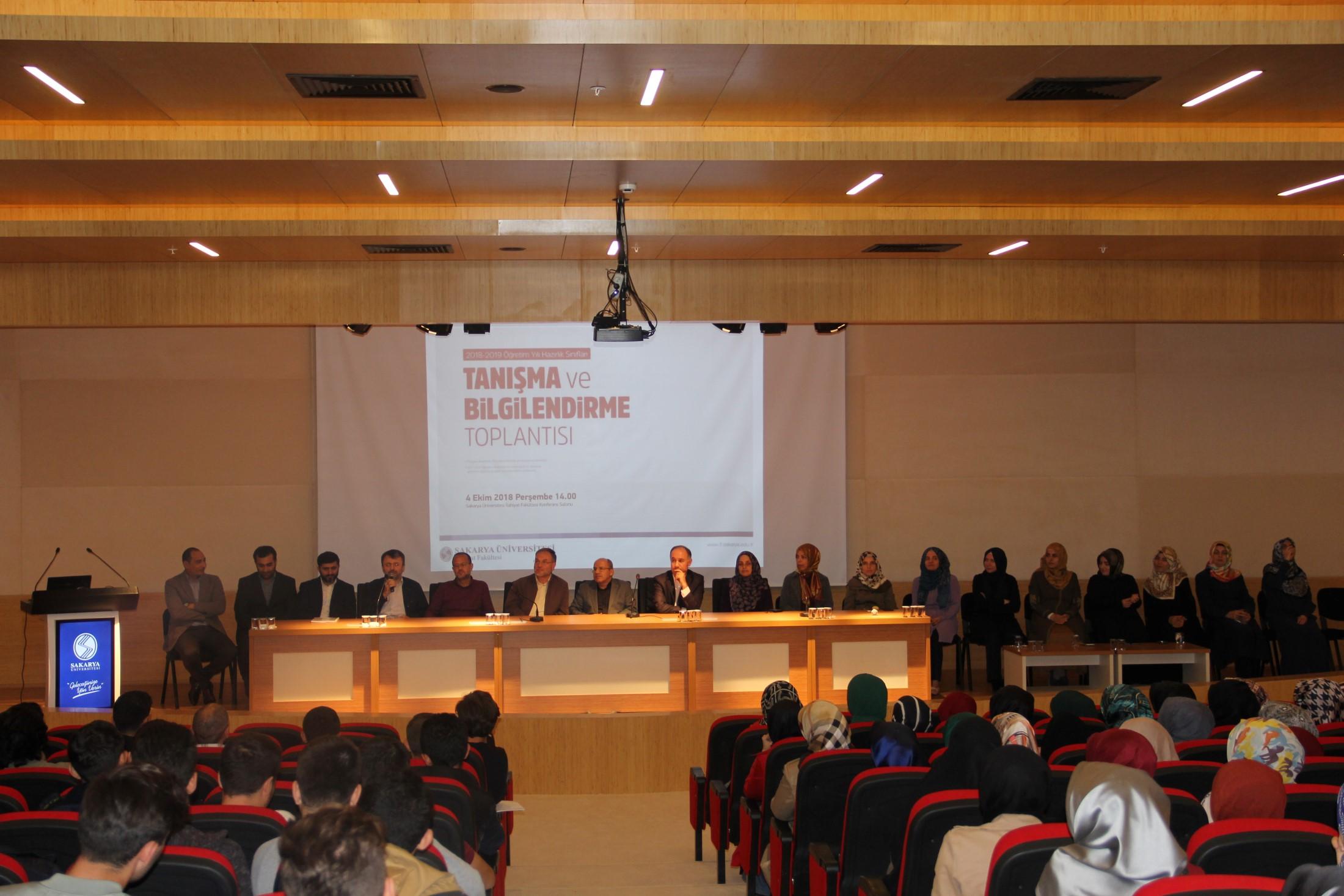 İlahiyat Fakültesi'nde Tanışma ve Bilgilendirme Toplantısı