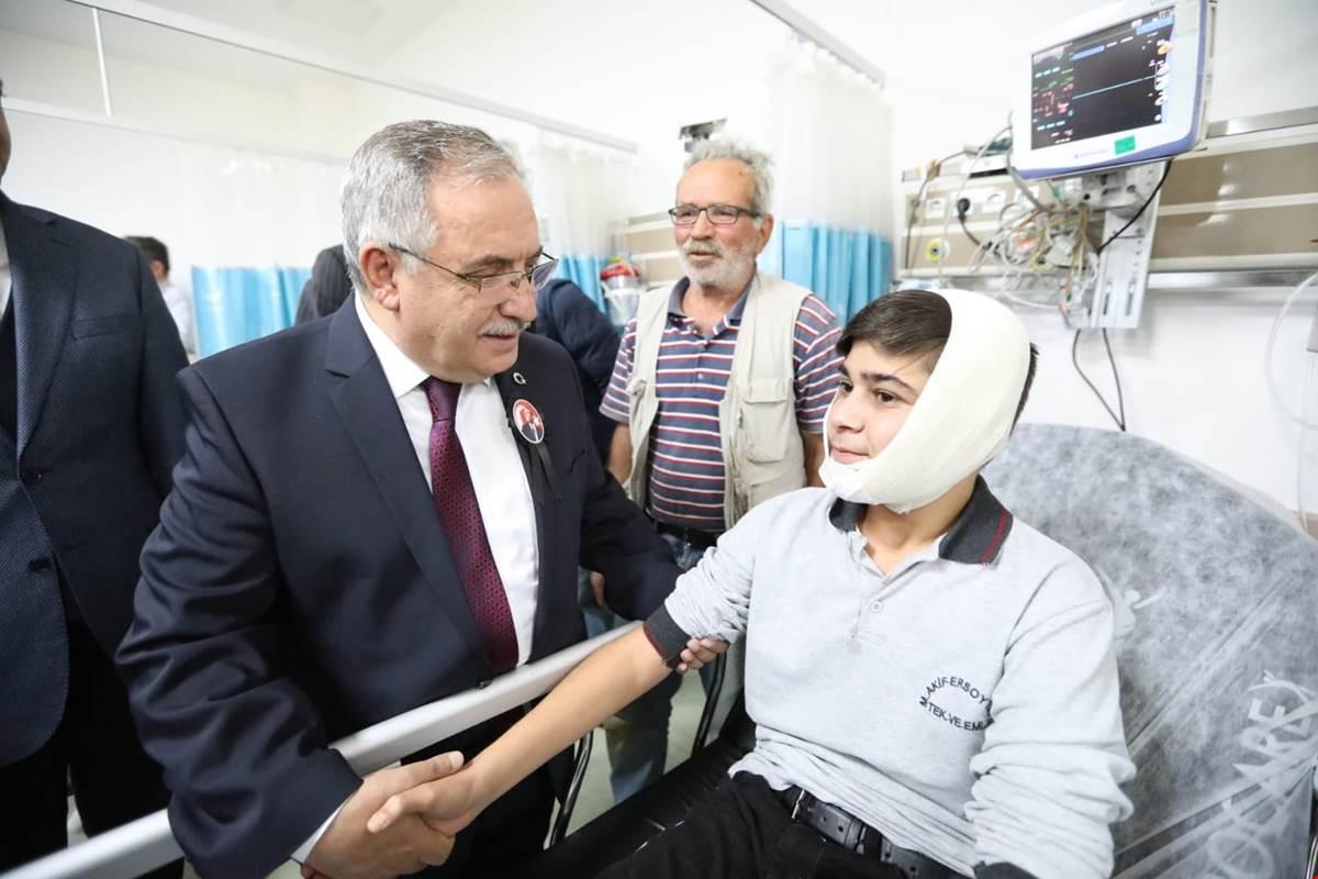 Vali 10 Kasım Töreninde Rahatsızlanan Öğrenciyi Hastanede Ziyaret Etti